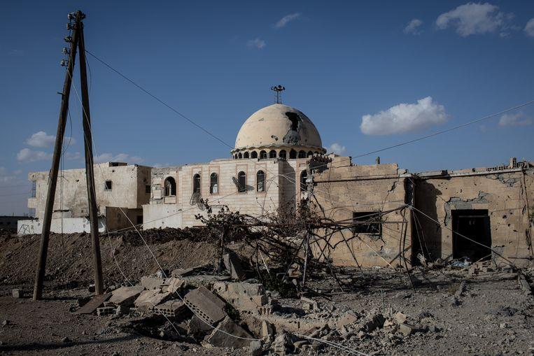 Een verwoeste moskee in Raqqa.  Beeld Getty Images