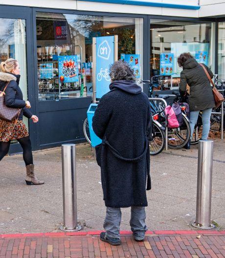 Bedelaar kost supermarkt klanten, sterke roep om bedelverbod