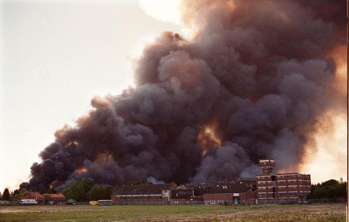 De vuurwerkramp Enschede, of kortweg de vuurwerkramp, vond plaats op zaterdag 13 mei 2000 in de Nederlandse stad Enschede. Bij de ramp vatte een opslagruimte met vuurwerk van het bedrijf S.E. Fireworks vlam. Er vielen 23 doden (waaronder vier brandweermannen) en ongeveer 950 mensen raakten gewond, 200 woningen in de wijk Roombeek werden geheel vernield.