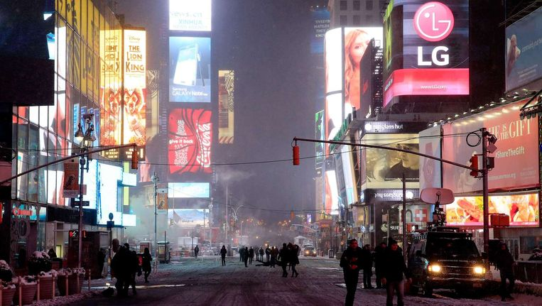 Times Square in New York, in afwachting van de grote sneeuwstorm. Beeld afp
