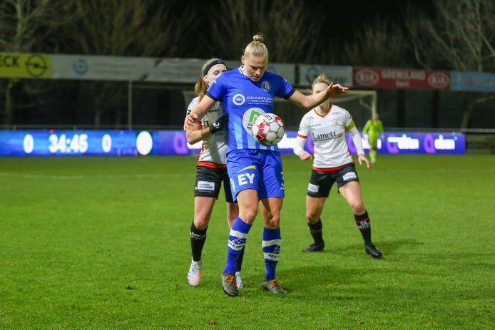Na een mindere prestatie in de thuismatch tegen Zulte Waregem lukte Ella Van Kerkhoven bij Charleroi een zuivere hattrick.