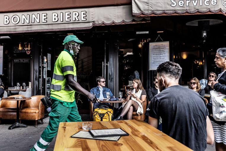Café A La Bonne Bière. De terroristen kozen zaken met een groot hoekterras uit, daar konden meer mensen worden gedood. Beeld Franky Verdickt