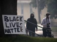 Amerikaanse agent die zwarte man met knieklem doodde gearresteerd, resultaten autopsie bekend