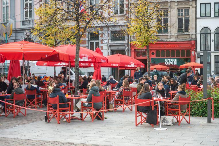 De terrassen op het Mechelseplein in Antwerpen.  Beeld Klaas De Scheirder