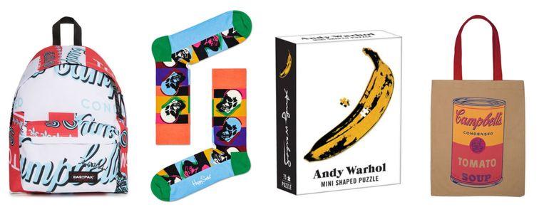 In Tate Modern (Londen) opende vorige week een retrospectieve van Andy Warhol, en de giftshop ligt vol merchandise van de overleden kunstenaar. Beeld TATE/The Andy Warhol Foundation for the Visual Arts