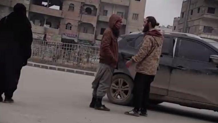 IS-strijders, stiekem gefilmd in Raqqa. Beeld rv