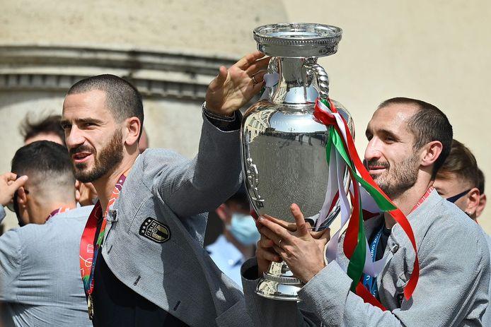 Leonardo Bonucci (L) en Giorgio Chiellini .