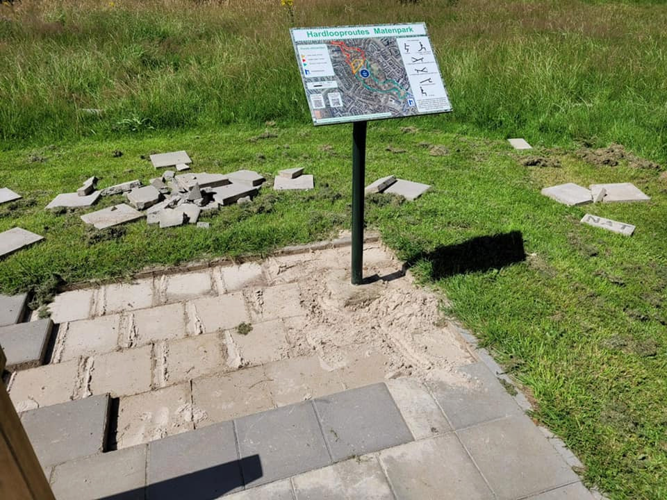 Vandalen hebben een nieuwe plek in het Matenpark gevonden voor vernielingen: afgelopen weekend was de hardlooproute aan de beurt.