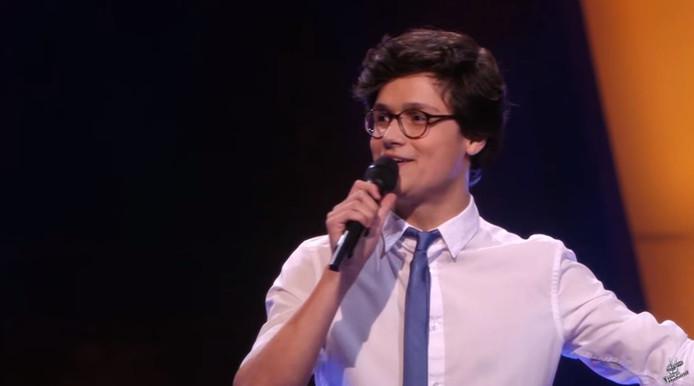 Dennis van Aarssen is door de blind auditions van The Voice of Holland.