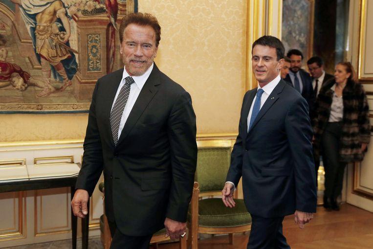 Arnold Schwarzenegger werd verwelkomd door de Franse premier Manuel Valls. Beeld AFP
