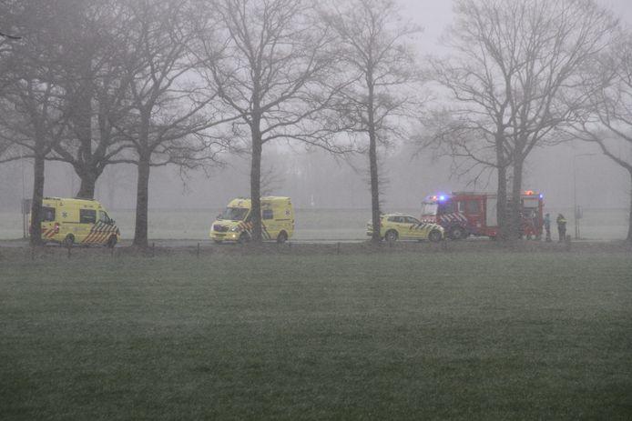 Een persoon is maandagmiddag om het leven gekomen bij een eenzijdig ongeval in Enter.