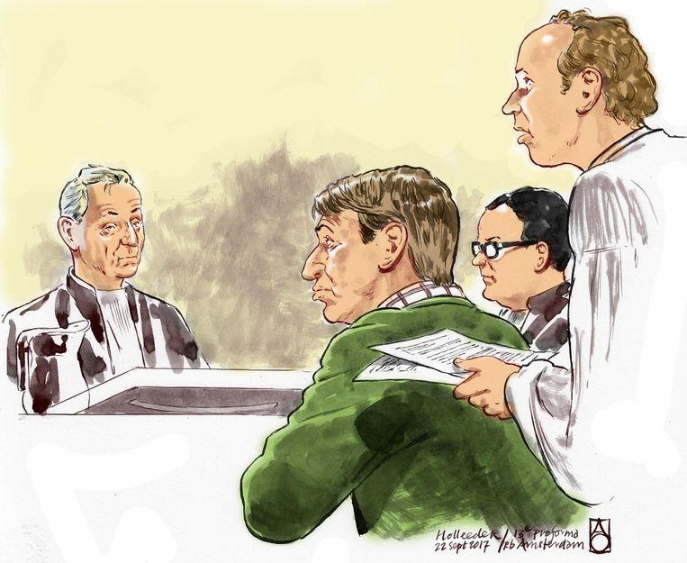 Rechtbanktekening van Willem Holleeder met zijn advocaten tijdens de 13e pro-forma zitting. Beeld anp