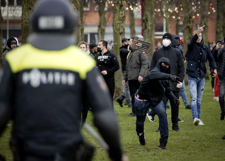 Demonstranten en politie op het Museumplein. Beeld ANP