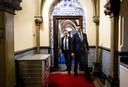 Wybren van Haga en Thierry Baudet, toen nog kompanen, op weg naar de stemmingen na afloop van het wekelijks vragenuur in de Tweede Kamer.