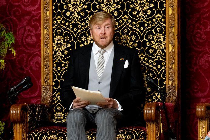 De koning tijdens het voorlezen van de Troonrede in de Grote Kerk.