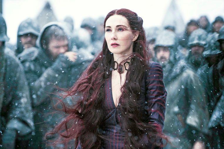 'Een vrouw met macht spelen ligt me niet. Ik ben beter in een angstige, verlaten vrouw spelen. Dat is bekend gebied voor mij.' (Foto: als Melisandre in 'Game of Thrones'.) Beeld Humo