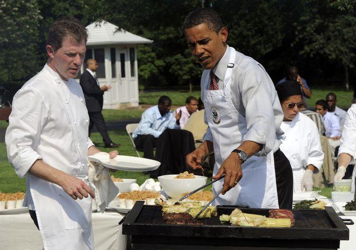 En tout bon Américain qui se respecte, Barack Obama (ici avec le célèbre chef Bobby Flay en 2009) sait apprécier les joies d'une bonne grillade. Une activité qu'il peut, à l'instar de ses compatriotes, pratiquer trois semaines de plus grâce au lobby exercé par l'industrie du barbecue.