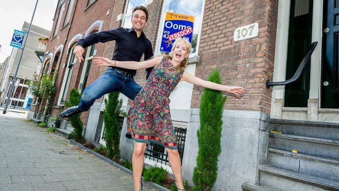 Er heeft nooit een Te Koop-bord gehangen aan het huis van Frederik en Rebecca Hogenboom in de Rotterdamse buurt Oud-Charlois. Het was al verkocht voordat de makelaar dat kon brengen. Ver boven de vraagprijs van 259.000 euro.