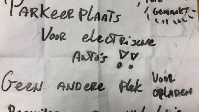 Nieuwsoverzicht | Parkeervete via anonieme briefjes op laadpalen - Weer gaat een statige villa tegen de vlakte