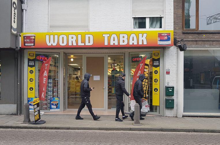 Bij World Tabak bedroeg de buit naar verluidt zo'n 10.000 euro.