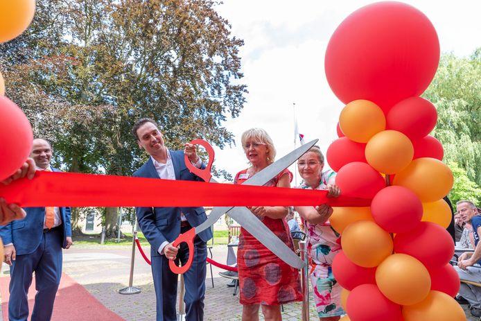 Gedeputeerde Stijn Smeulders verricht de officiële opening.