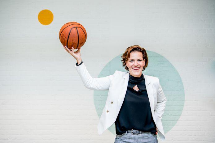 Kathleen Venderickx is professor binnen de School voor Educatieve Studies aan UHasselt. Zij is er ook co-titularis van de leerstoel voor hoogbegaafdheid. Kathleen is ook bestuurder van Exentra VZW. Ze speelde ook vele jaren basketbal op het hoogste niveau in ons land, en was onder meer speelster bij de nationale ploeg van België.