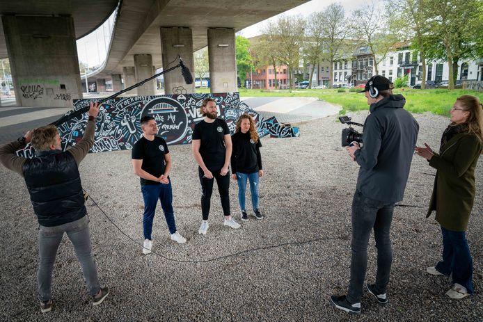 Jongeren worden gefilmd voor anti wapenfilmpje. Maandag 31 mei begint een grote inzamelactie van wapens in Arnhem.