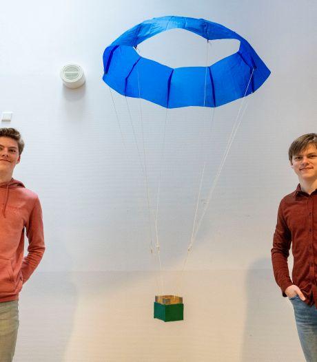 Winnen techniekwedstrijd met parachute was geen eitje