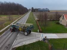 Akkerbouwers Swifterbant vrezen smallere weg door dorpsuitbreiding: 'Ongelukken en rare fratsen'