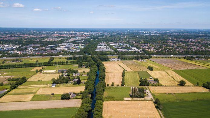 In het plan komt de dichtste bebouwing langs het kanaal.