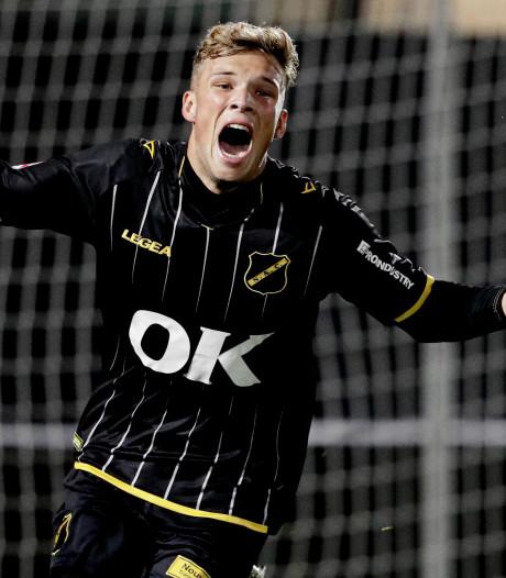 Sydney van Hooijdonk bezorgt NAC zege met twee late goals