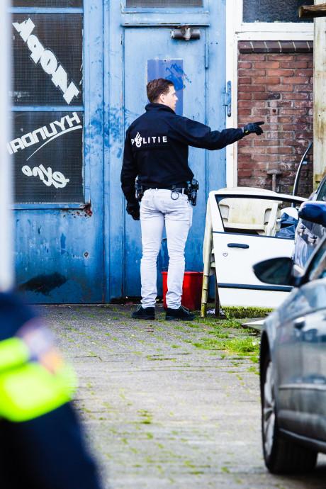 Politie pakt zeven personen op bij inval in garagebedrijf Oud-Beijerland