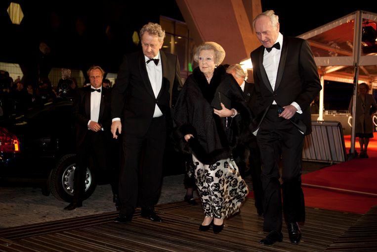Koningin Beatrix samen met burgemeester van der Laan en Commissaris van de Koningin Johan Remkes bij de opening van het filmmuseum op 4 april 2012. Beeld