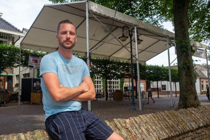 Robert Lans van café Nikki's uit Dalfsen blaast het festival 'Vier het Leven!' af dat hij zou organiseren met plaatsgenoot Rijk Brosius.