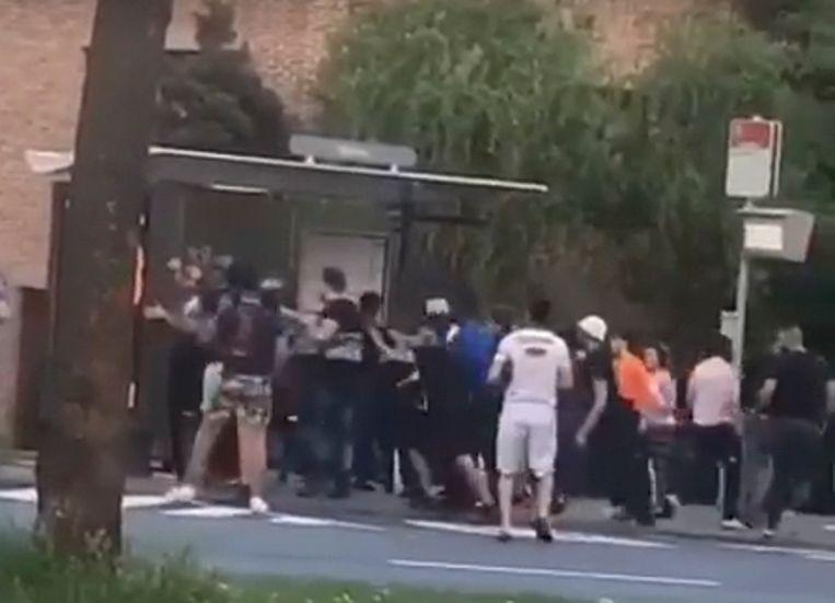 Zondagavond werden MIVB-controleurs nog aangevallen aan een bushalte in de wijk.