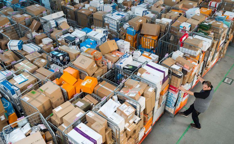 Verwerking van pakketten post bij PostNL.  Beeld ANP, Lex van Lieshout