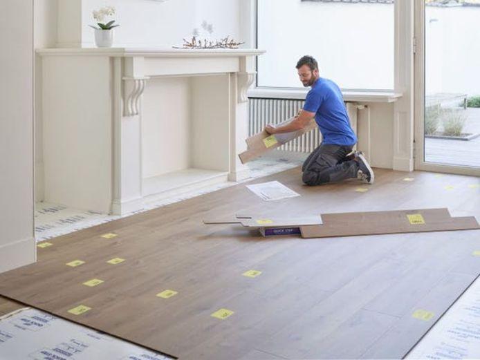 Laminaat is een populaire keuze bij doe-het-zelvers wants zelfs met een beperkt aantal materialen leg je je nieuwe vloer in een handomdraai.