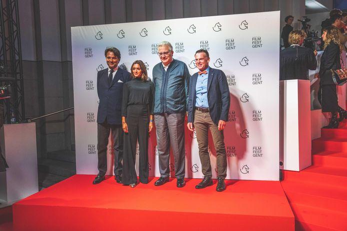 Prins Laurent op het filmfestival in Gent, aan de zijde van Guy Reynebeau