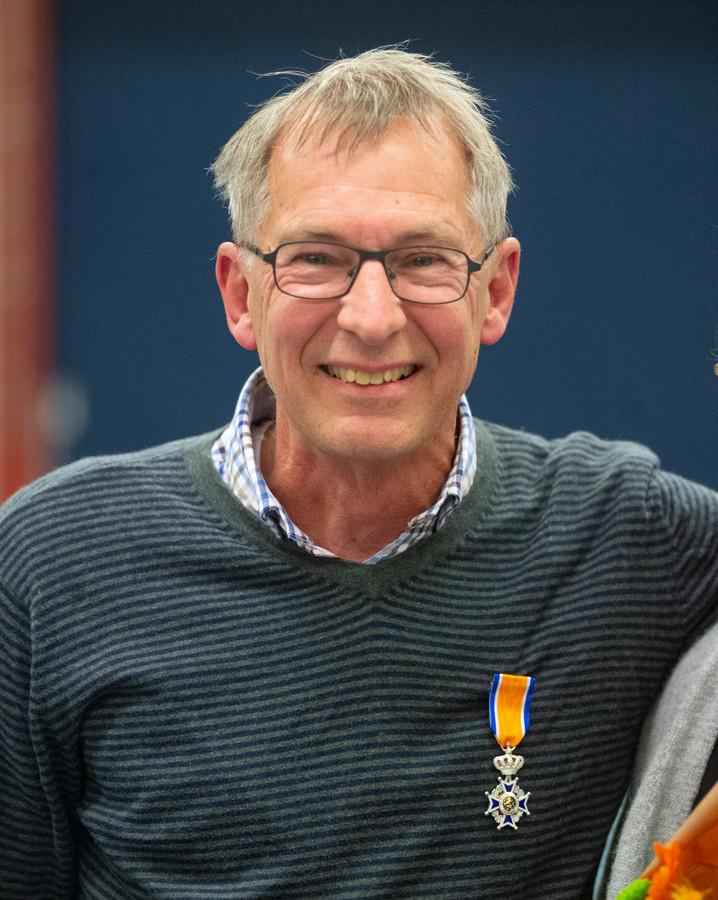 Koninklijke onderscheiding voor oud-zaalvoetbalvoorzitter Peter Teunis uit  Veghel.