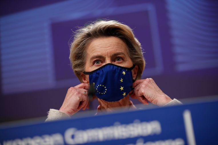 Voorzitter van de Europese Commissie Ursula von der Leyen donderdagmiddag tijdens de persconferentie over de handelsdeal. Beeld AP