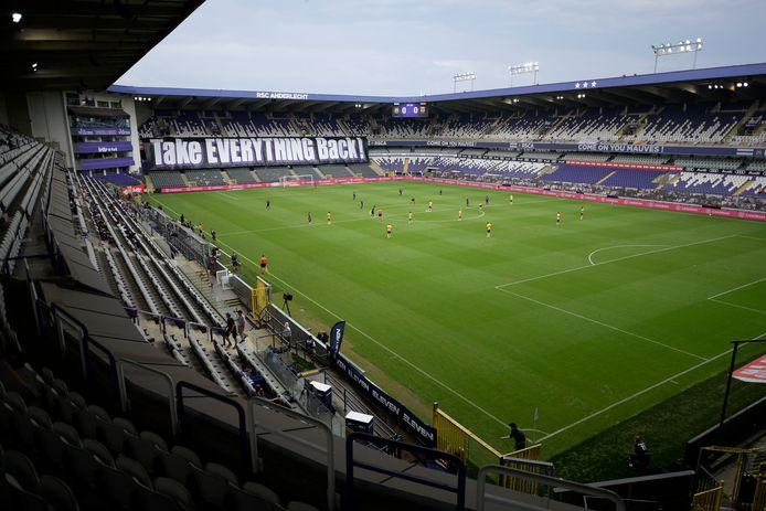 """Malgré une situation financière précaire, le Lotto Park est sûr de pouvoir compter sur le football professionnel l'année prochaine. """"Tout est en ordre."""""""