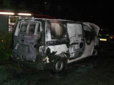 Bus in Almelo in vlammen op, politie denkt aan brandstichting