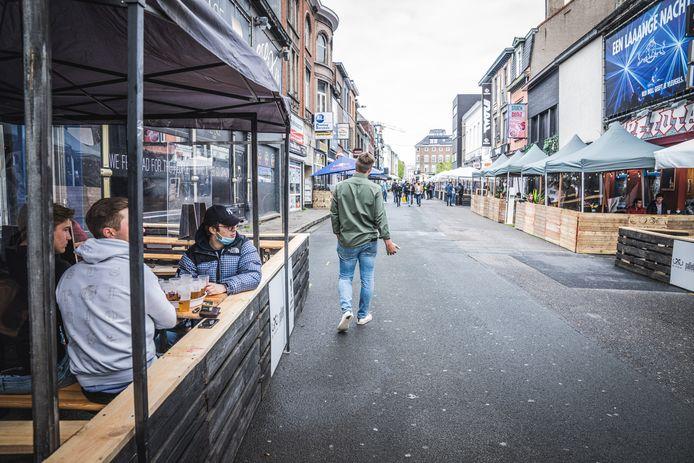 In de Overpoortstraat is het voorlopig rustig, maar dat is stilte voor de storm