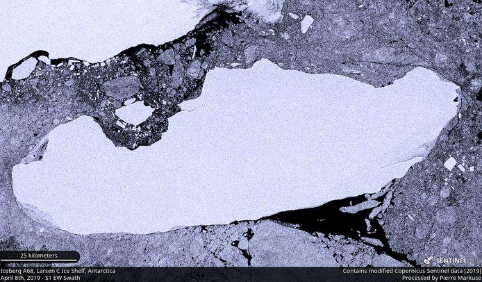 Une image satellite de l'iceberg A-68A qui se détache de la plate-forme de glace Larsen C en Antarctique, le 8 avril 2019.