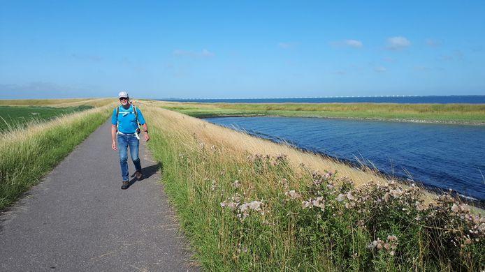 Marti Krielaart uit Breda loopt de Thoolse Wandelmarathon.