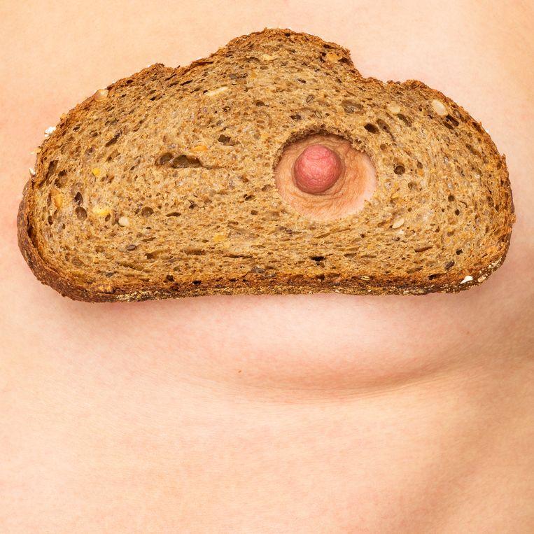 'Ik heb mijn borsten gehaat. Ze konden niet voeden, maar sexy vond ik ze ook niet meer, zeker omdat ze soms lekten', zegt Sarah (31). Beeld Jasper&Noortje
