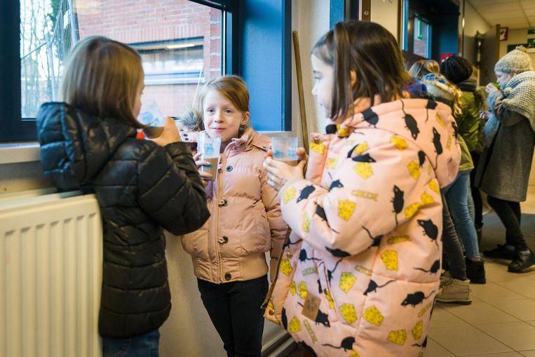 In basisschool Westerhem genieten de leerlingen van een lekkere 'warme choco'.