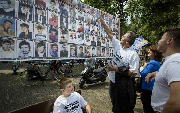 Een collage van slachtoffers op de Nationale Srebrenica Herdenking op het Plein in Den Haag. Beeld anp