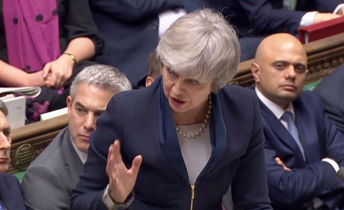 Premier May verdedigt haar deal in het parlement.