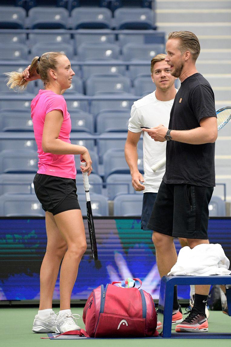 Mertens met haar trainer Robbe Ceyssens en fysical coach Rob Brandsma in New York.